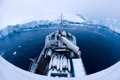 birdseye photo of a boat in the Arctic